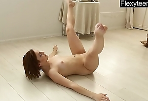 Naked gymnast Dasha Lopuhova