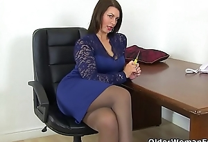 British milf Raven gets creamy for their way dildo