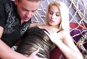 Shootourself Jay Dee feed skinny horny blonde with extreme big load of cum