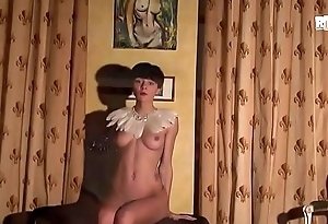 Libertinages - Cute girl with feathers stripping